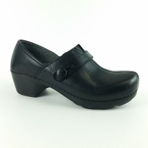 Dansko 38 Black Leather Clog S18-13